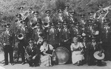 Ein Gruppenbild des Musikvereins bei einem Frühschoppen im Jahrer 1953
