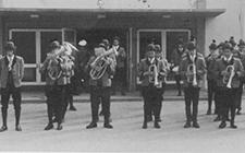 Der Musikverein in Marschformation beim Haager Volksfest 1971
