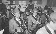 Ein Bild der Musiker die während des Musikheimbaus auch gespielt haben