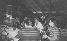 Die Musikkapelle probt in einem kleinen Raum - dem alten Probenlokal